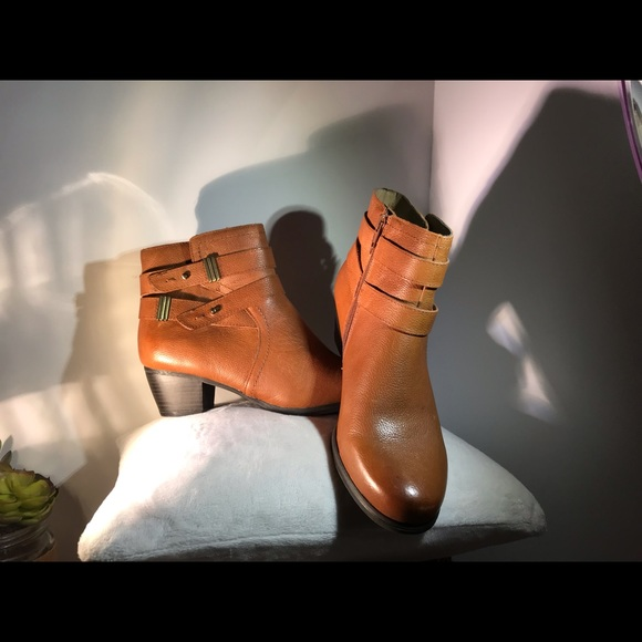Naturalizer Shoes - NWOT Naturalizer Boots Size 8.5